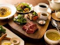 夕食:ステーキディナー(一例)