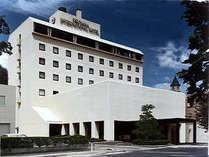 【外観】津山市街地の中心にたたずむ当館は、ビジネスにもレジャーにも最適!