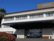 【当宿外観】大和路の原風景を望む「散策」と「料理」の温泉旅館