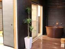 離れ専用客室露天風呂。源泉『釈迦の湯』を贅沢に掛け流し!