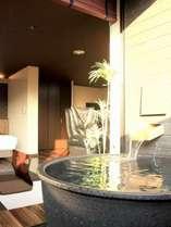【客室露天風呂】源泉『釈迦の湯』鬼怒川を眺めながら、癒されて下さい。