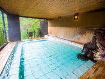 【露天風呂】「男風呂」鬼怒川の清流が聴こえる源泉掛け流しの露天風呂