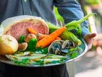 2020年夏のBBQ食材例。黒毛和牛に神戸ポーク、アワビなど、豪華食材盛りだくさん♪
