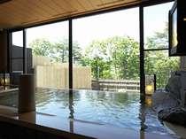 2つの源泉からなる、季の湯と古の湯で館内にいながら草津温泉の湯めぐりが愉しめる。