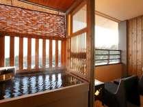 【お部屋】客室露天風呂「秋・冬」(イメージ)※夢想窓の設置あり。