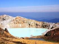 【湯釜】エメラルドグリーンに輝く神秘の湖。※只今火山活動の影響でご覧いただけません