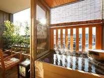 【お部屋】全室露天風呂付きでございます。