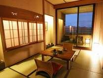【客室】露天風呂和洋室A(3名定員/36平米)落ち着きのあるゆったりとした空間