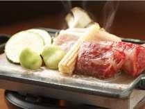 【ご夕食】国産サーロインと豚肩ロースの鉄板焼き(一例)
