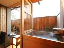 【客室】一階客室は箱庭付きのお部屋でございます。
