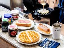 【朝食付きプラン】ワッフル・ホットドッグ・サラミチーズから選べるコーヒーセットをご用意♪