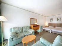 【イタリア製インテリアの明るいお部屋★お部屋ごとに間取りもインテリアも異なります】