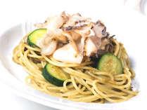 【齊藤総料理長の活あわびのスパゲッティ】※名物コース「マーレ」で食べられます!