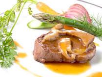 【牛ヒレ肉のグリル ポルチーニ茸ソース】※名物コース「マーレ」で食べられます!