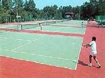 家族で、グループで、新緑の高原でテニスを。コートは目の前、しかも無料開放中!!