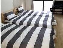 シングルベッド3つです。つなげて大きく使うこともできます。