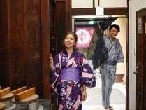 """通り庭に涼風が吹きぬける京町屋へようこそ♪足を踏み入れると""""The 京都""""です。"""