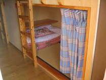 二段ベッド相部屋(男女別)16床