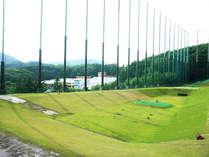 ゴルフ練習場も併設♪静かな森のなかでゆっくりと練習ができます