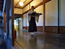 ◆小僧さん◆「修行」の一環として数名の小僧が寺に住み込み、当寺院の担い手として働いております。