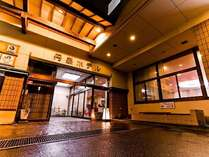 夕刻の丹泉ホテル外観です