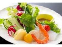 地元野菜中心の前菜シーフードサラダ