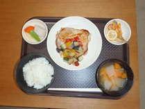 夕食の一例(日替わりで料理は変わります)