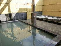 源泉掛け流しの露天風呂をお楽しみください。