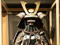 エントランスに飾ってある甲冑です。実際に着ていただくこともできます!