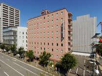 【桑名駅から徒歩2分】やさしい色合いの外観が目印です。