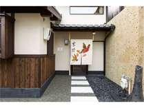 落ち着いた住宅地に佇んでおりますが、清水寺や祇園へ徒歩圏内とアクセス良好