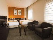 【客室】デラックスツイン ・部屋広さ…32㎡・宿泊人数…1~2名・ベッド幅…110cm