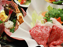 【ご夕食一例・プレミアム会席】山形牛のすき焼き。ジューシーなお肉が食欲をそそります。
