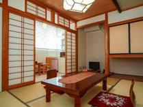 【客室一例・6畳】落ち着いた雰囲気の和室です。のんびりとお過ごしいただけます。