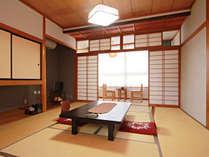 【客室一例・10畳】落ち着いた雰囲気の和室です。のんびりとお過ごしいただけます。