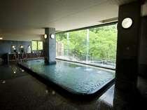 四季折々の景色が楽しめる大浴場