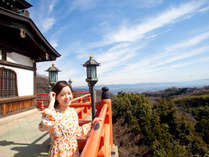 信貴山のお寺本堂は高台になっており、見晴らし、気分もサイコーです。