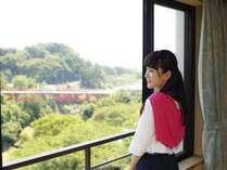 《西館》和室一例 池川の客室で「開運橋」を一望(客室により見え方は異なります)