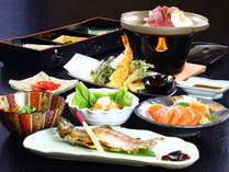 夕食の一例 <信州牛の陶板焼き、岩魚の塩焼き、信州サーモン>季節の素材をつかったお料理。