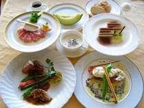 今年も佐藤グランドシェフが厳選食材をもとに腕を振るい、ロマンティックなムードを盛り上げます。