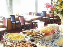最上階レストランの和洋朝食バイキングで、みなとみらいを見晴らしながらすがすがしい朝食を♪