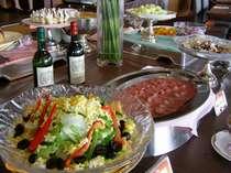 おいしそうなお料理はブリーズベイホテル専属シェフが一品一品心を込めてご提供しております