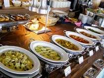 レストランアルページュのブッフェは専属シェフが彩るお料理が満載!