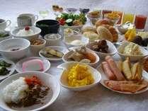 一日の元気は朝食から!30種類の和洋バイキング