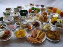 朝食ビュッフェ。一日の元気は朝食から!*