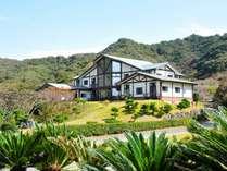 安房自然村には2つ宿泊施設があり『ホテル正翠荘』と茅葺屋根の『名主の館』とあります