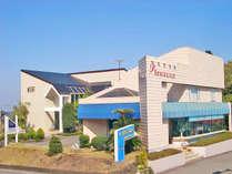 *【外観】隣接のレストランで、地元の食材と北海道直送の味覚を使ったお食事をどうぞ!