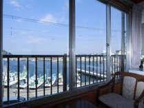 部屋からの眺め~海と稲取漁港