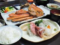 *【夕食全体例】獲れたての天然魚介類など佐渡の味覚をふんだんに使っています。