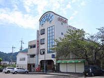 *【外観】日和佐駅ロータリーに隣接!ビジネスや観光に便利です。